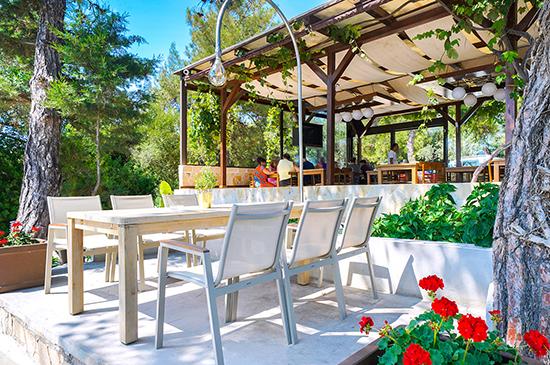 https://www.hotel-esperia.gr/images/galleries/facilities/restaurant/3.jpg